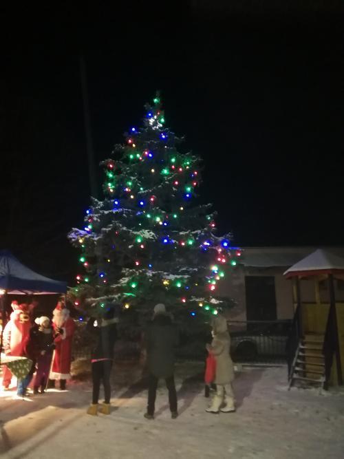 Rozsvietenie stromčeka s Mikulášom 7.12.2019